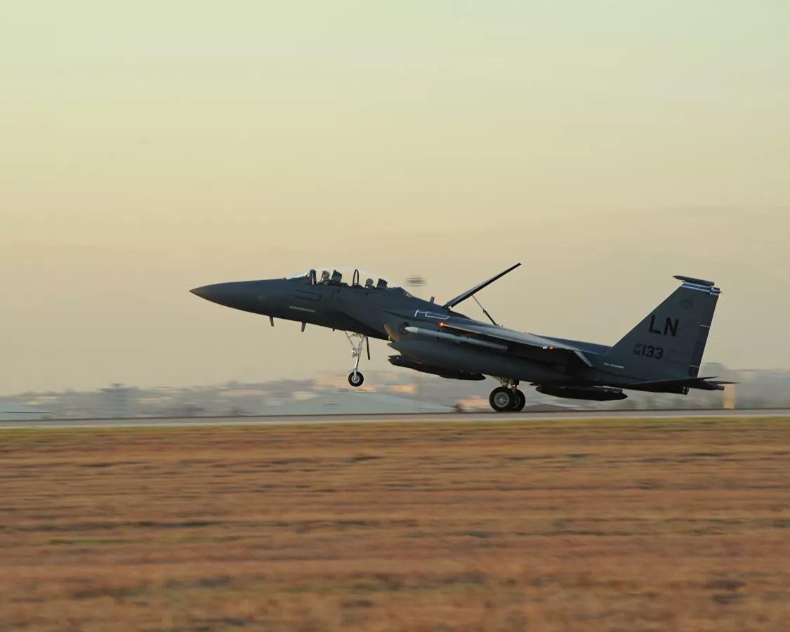 Cận cảnh tiêm kích F-15E đầu tiên của Mỹ sử dụng bom hạt nhân