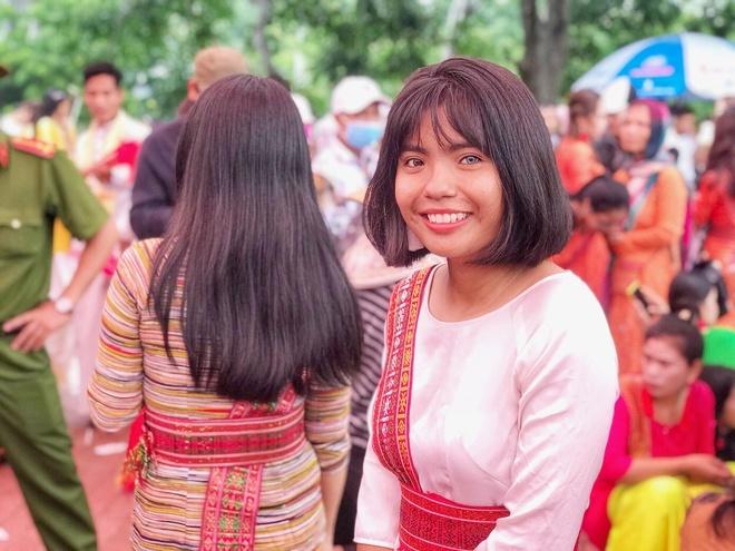 Cô gái Chăm có 2 màu mắt, là người duy nhất trong gia đình học ĐH
