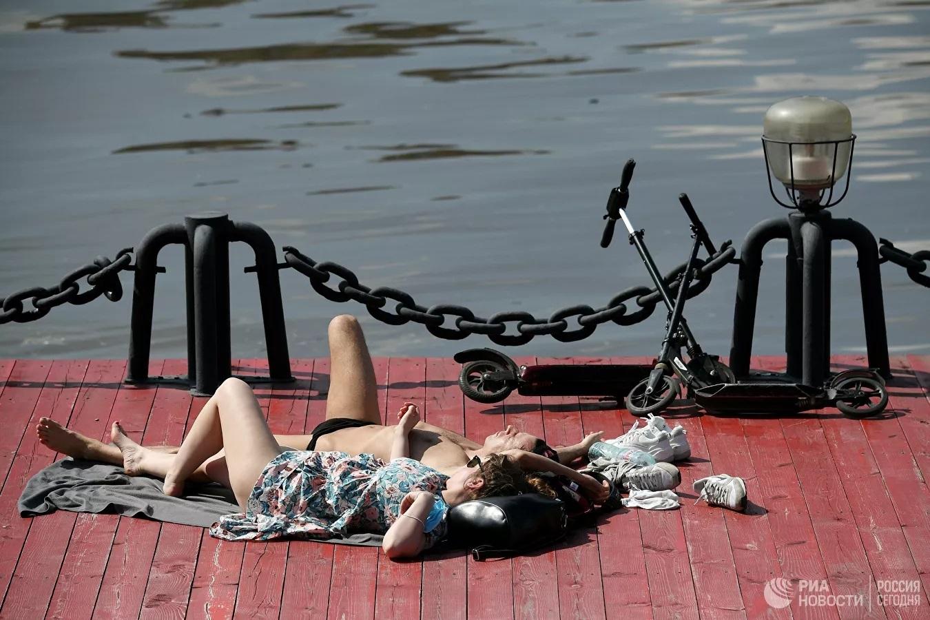 Hình ảnh cuộc sống thường ngày ở Moscow sau khi dỡ bỏ giãn cách xã hội