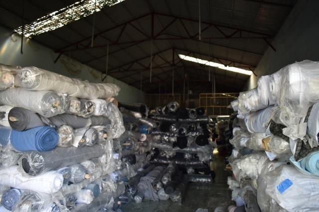 Ninh Bình: Công nhân bốc vác cắt chìa khóa kho hàng trộm hàng chục tấn vải
