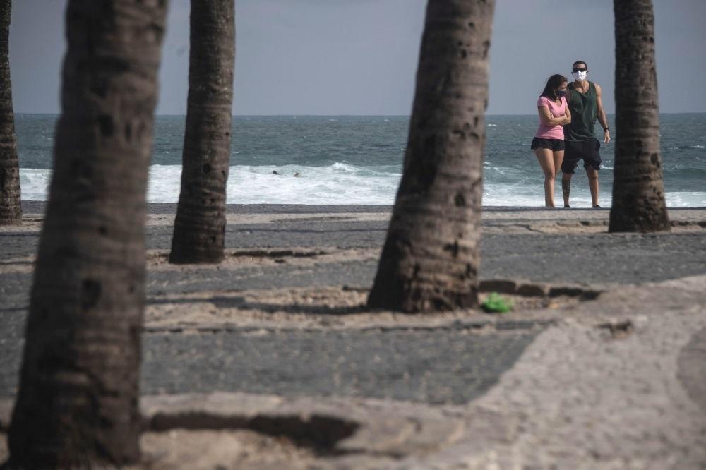 Hình ảnh 'chưa từng thấy' giữa mùa hè ở các bãi biển thời Covid-19
