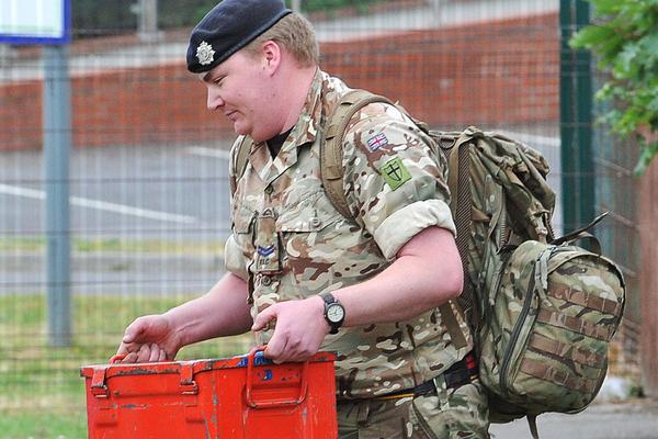 Anh: 'Phát hoảng' khi tìm thấy kho vũ khí từ Thế chiến II ngay trong nhà