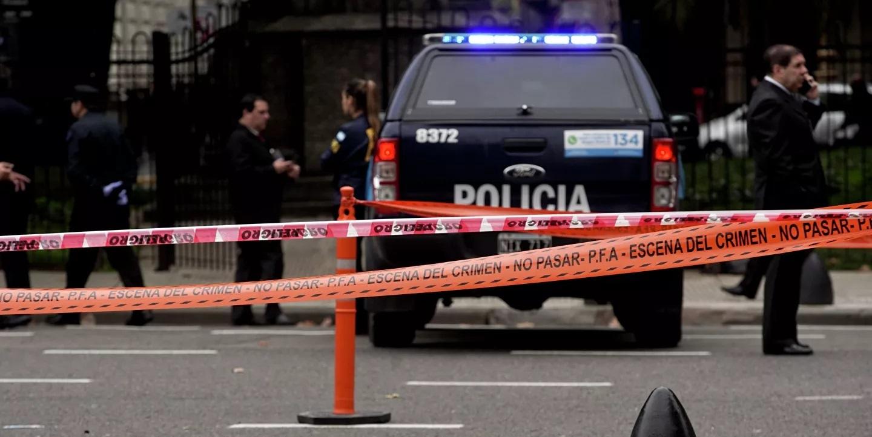 Argentina: Cảnh sát bắt hơn 100 người mở tiệc ăn mừng ở quán bar