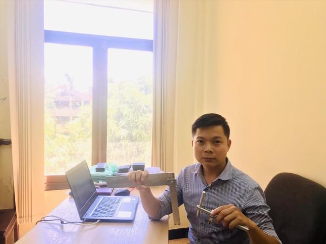 Chàng kỹ sư trẻ chế tạo compa, thước kẻ song song cho học sinh khiếm thị