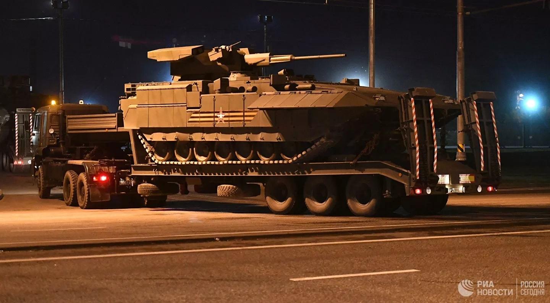 Hàng trăm thiết bị quân sự ùn ùn tiến vào Moscow chuẩn bị cho lễ duyệt binh