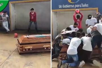 Sự thật đằng sau video quan tài 'đá bóng vào khung thành' ở Mexico