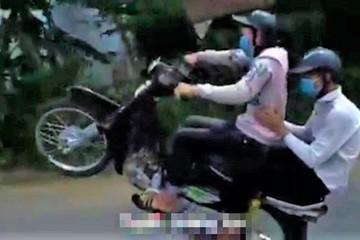 Tuyên Quang: Xử lý nhóm 'quái xế' khoe clip bốc đầu xe máy lên mạng xã hội