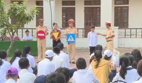 Cẩm Xuyên tuyên truyền pháp luật về an toàn giao thông cho học sinh