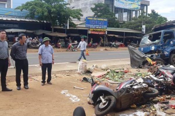 Xe tải xông vào chợ khiến 5 người chết là do tài xế 'non', chở quá tải 75%