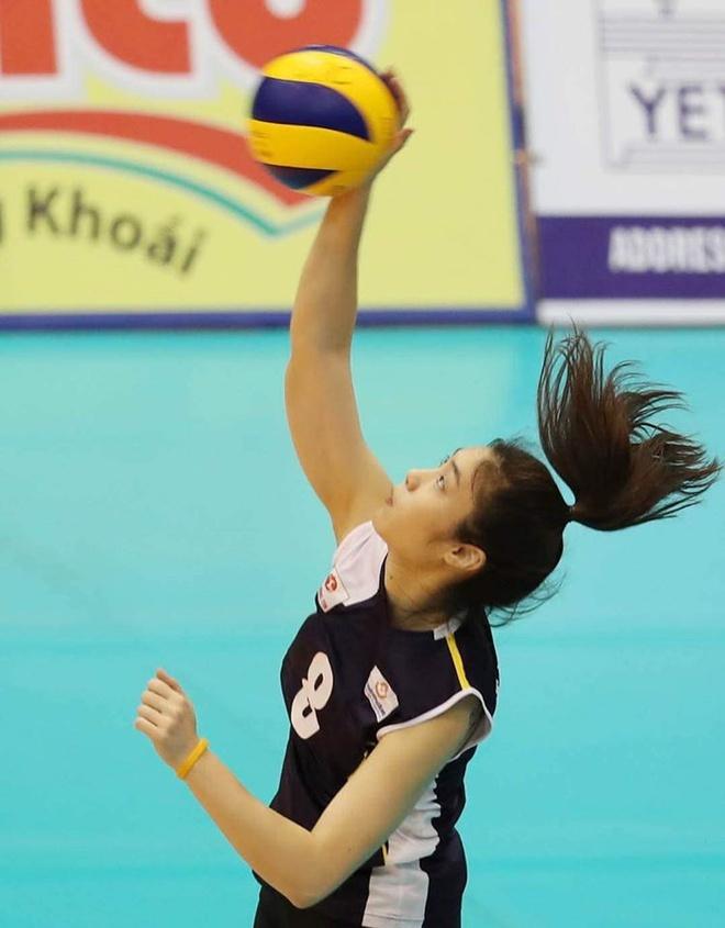 Hot girl bóng chuyền là thiếu úy quân đội, cao 1,78 m