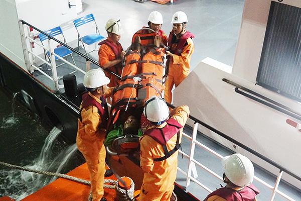 Đà Nẵng: Cứu ngư dân Quảng Nam bị nạn, liệt toàn thân trên vùng biển Hoàng Sa