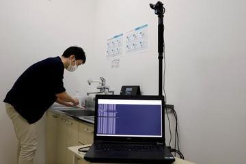 Nhật Bản dùng trí tuệ nhân tạo kiểm soát nhân viên rửa tay đúng cách