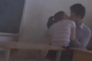 Cần loại khỏi ngành thầy giáo ôm hôn nữ sinh lớp 7 ở Kiên Giang