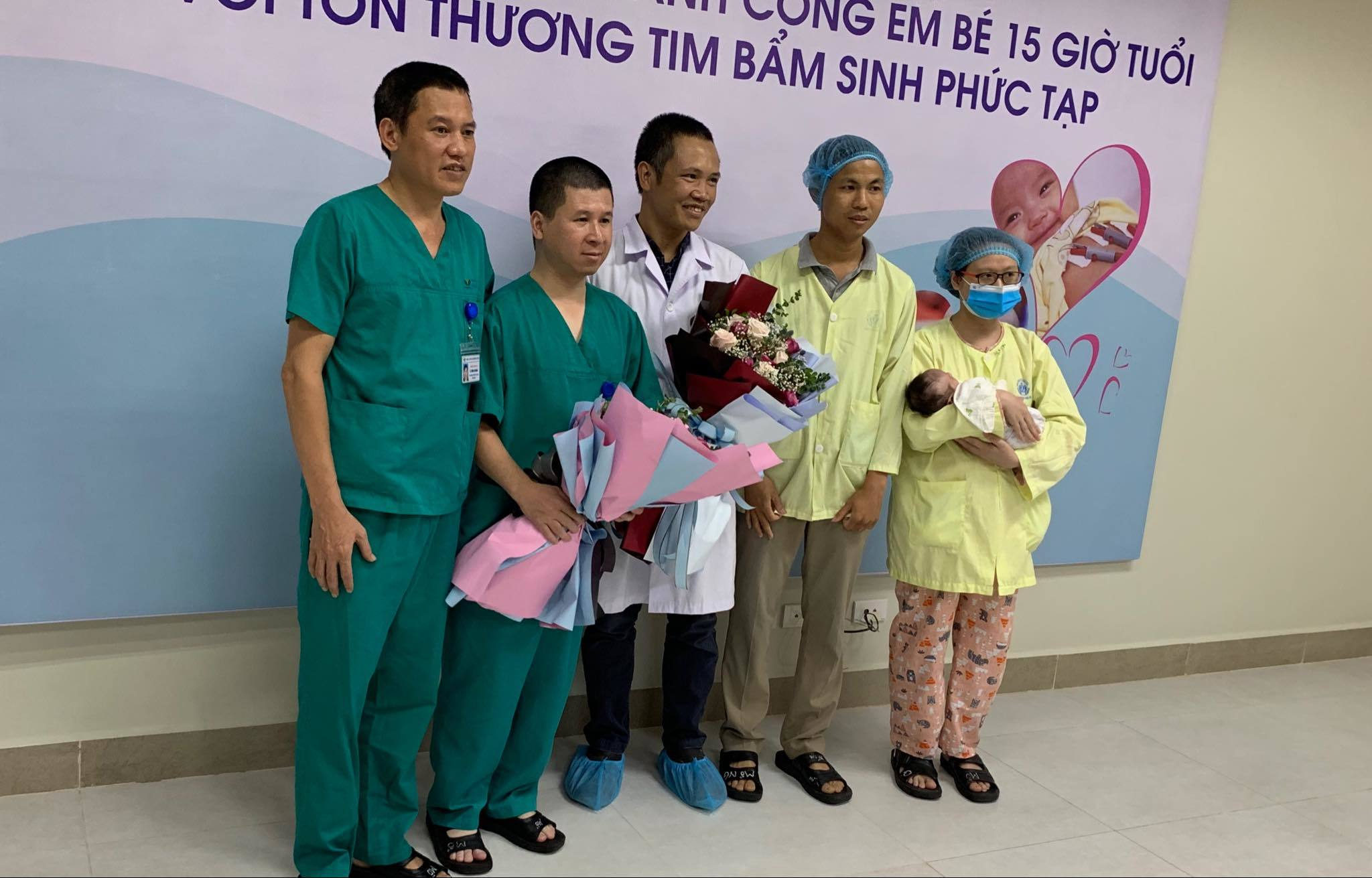 Sửa chữa trái tim cho em bé chào đời được 15 giờ tuổi