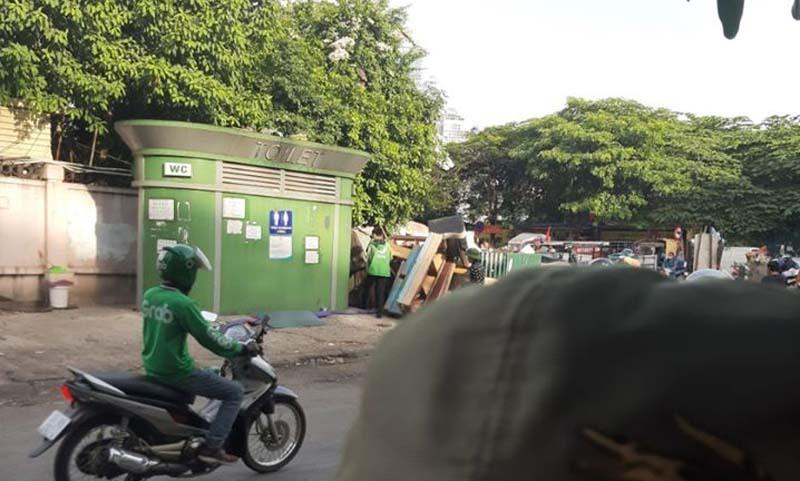 Phát hiện người đàn ôngchết trongnhà vệ sinh công cộng sau bến xe Mỹ Đình