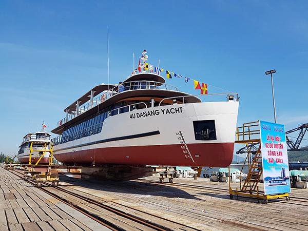 Hạ thủy 2 tàu du lịch chất lượng cao trên sông Hàn