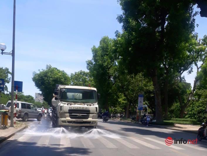 Dự chi 114 tỷ, sao Hà Nội ít phun nước hạ nhiệt ngày nắng gắt?