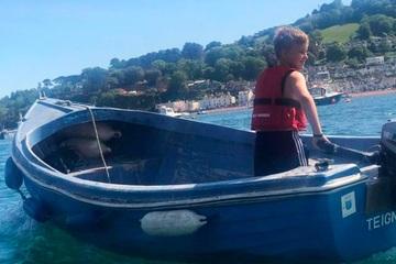 Cậu bé 10 tuổi dũng cảm cứu người phụ nữ gặp nạn trên biển