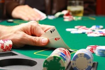 Em trai nợ nần cờ bạc khiến gia đình khổ đau
