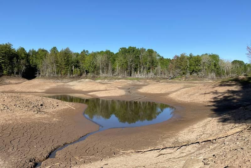 Kinh ngạc hố tử thần hút cạn hồ nước dài 1,5 km