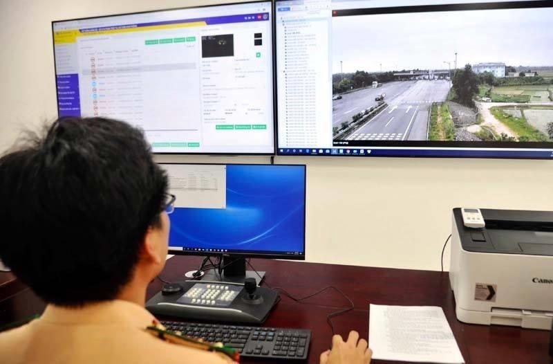 Bàn giao 110 camera giám sát phương tiện trên cao tốc Hà Nội-Lào Cai