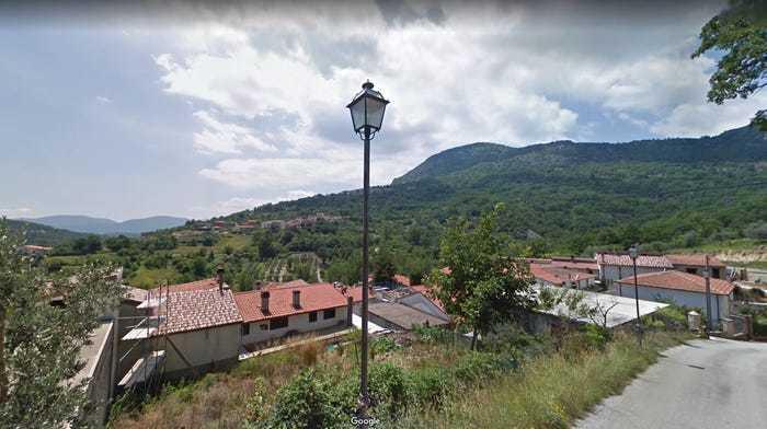 Ngôi làng cổ Italy miễn phí nơi ở để thu hút khách du lịch
