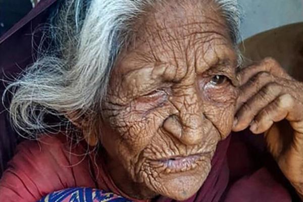 Người phụ nữ 93 tuổi gặp lại gia đình sau hơn 40 năm xa cách
