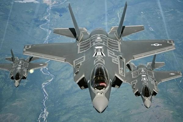 Chuyên gia Mỹ thừa nhận F-35 'không có cửa' để chống lại Nga