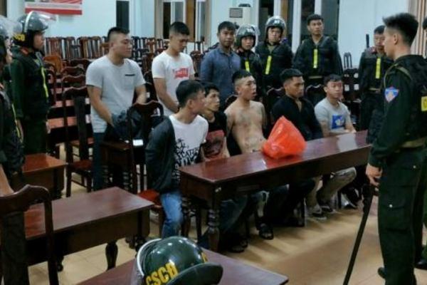 Khởi tố vụ án, bắt giam 12 đối tượng mang 'bom xăng' đi hỗn chiến ở Đắk Lắk