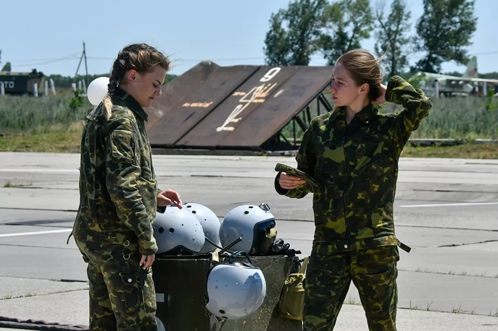 Nữ phi công Nga chinh phục bầu trời bằng kỹ năng và sự quyến rũ