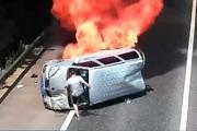 'Thót tim' tài xế xe tải giải cứu người trong chiếc xe cháy ngùn ngụt