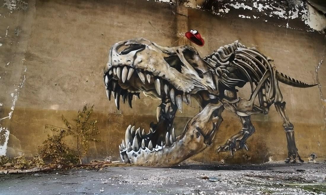 Những bức tường ẩn chứa 'quái vật' kinh dị trên đường phố Pháp
