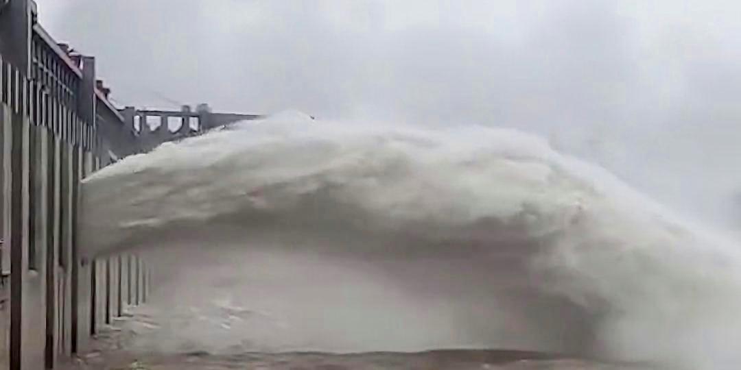 Trung Quốc chính thức cảnh báo lũ và siêu lũ trên 3 con sông lớn nhất