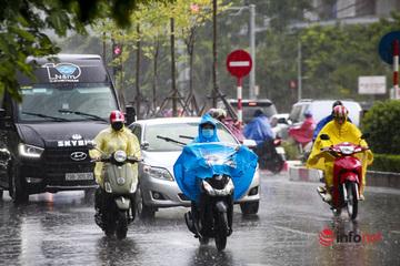 Bắc Bộ và Nam Bộ mưa lớn, Trung Bộ vẫn nắng nóng nhiều ngày tới