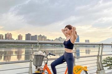 Nữ tiếp viên hàng không nổi tiếng Đài Loan ăn mặc cực gợi cảm