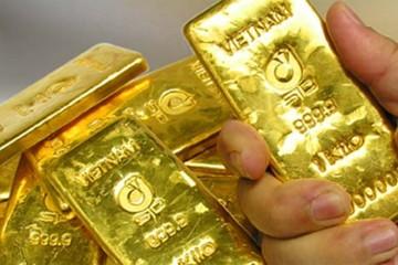 """Vàng trong nước đang bị """"làm giá""""?"""