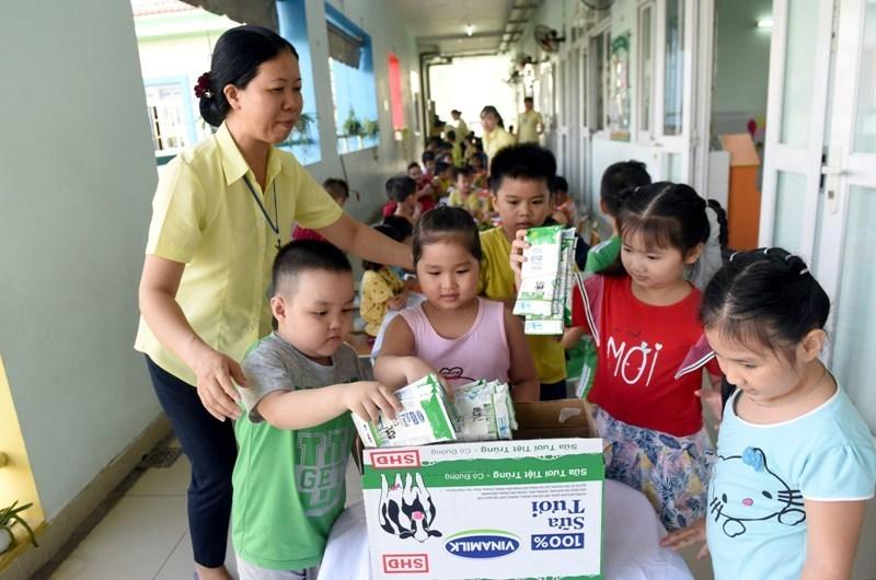 Niềm vui uống sữa học đường an toàn tại TP.HCM