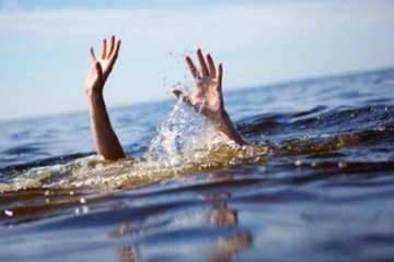 Chơi đùa bên hồ chứa nước, hai cháu nhỏ tử vong thương tâm