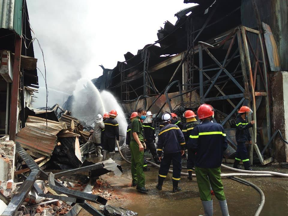 Vụ cháy khu cảng Đức Giang: Trong không khí tồn tại các hợp chất vượt chuẩn