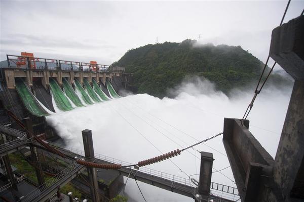 Hồ chứa 'khủng' của Trung Quốc phải xả lũ lần đầu tiên trong 9 năm