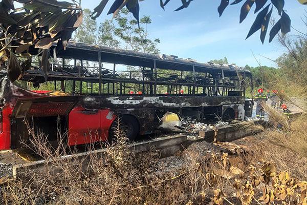 Huế: Xe giường nằm bốc cháy, hàng chục hành khách hoảng loạn thoát thân