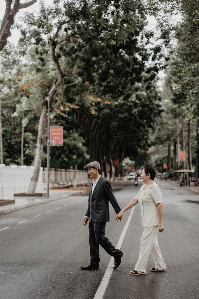 Bộ ảnh kể chuyện tình yêu 40 năm của cặp vợ chồng Đồng Tháp