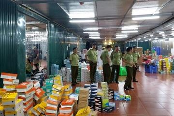 """Kho hàng lậu """"khủng"""" giữa trung tâm TP Lào Cai bị triệt phá: Hàng xóm sững sờ"""