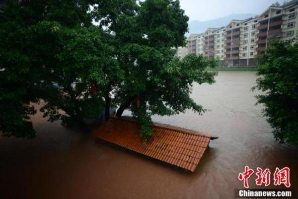 Miền Nam Trung Quốc bị tàn phá nặng nề bởi mưa lũ