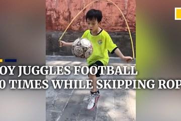 Kỳ tài vừa tâng bóng vừa nhảy dây của cậu bé 9 tuổi