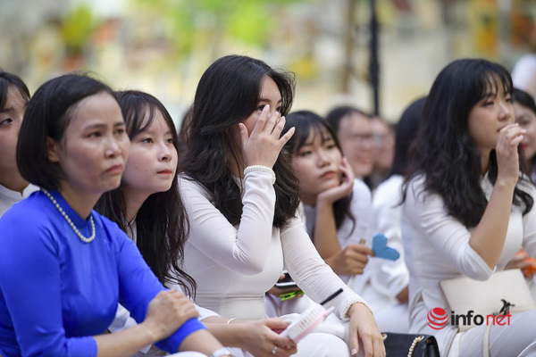 Hà Nội: Những hình ảnh đậm nước mắt trong ngày bế giảng