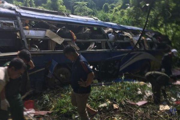 Kon Tum: Thảm thương tại hiện trường vụ TNGT khoảng 40 người thương vong