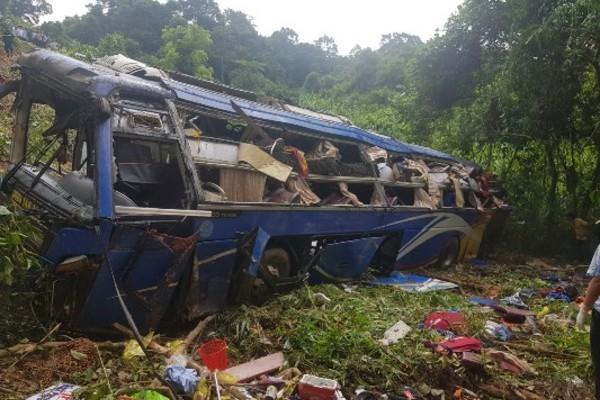 Xe khách lao xuống đèo 5 người chết: Tài xế kể lại thời khắc kinh hoàng