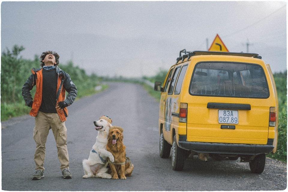 'Yêu quên lối' bộ ảnh chàng nhiếp ảnh trẻ với 2 bạn chó cưng