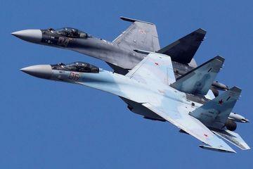 Phát hiện trinh sát cơ Mỹ lại gần biên giới, 2 tiêm kích Nga lập tức bám theo